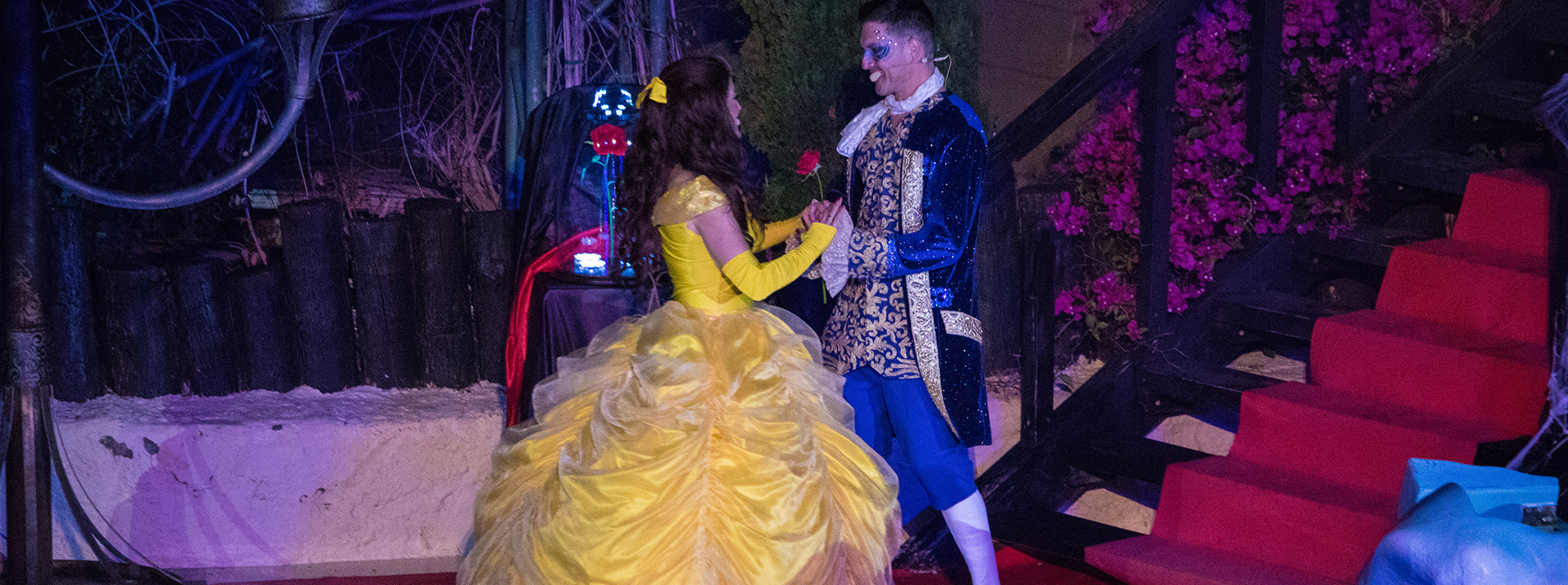 La Bella y la Bestia show Mundomar para Halloween