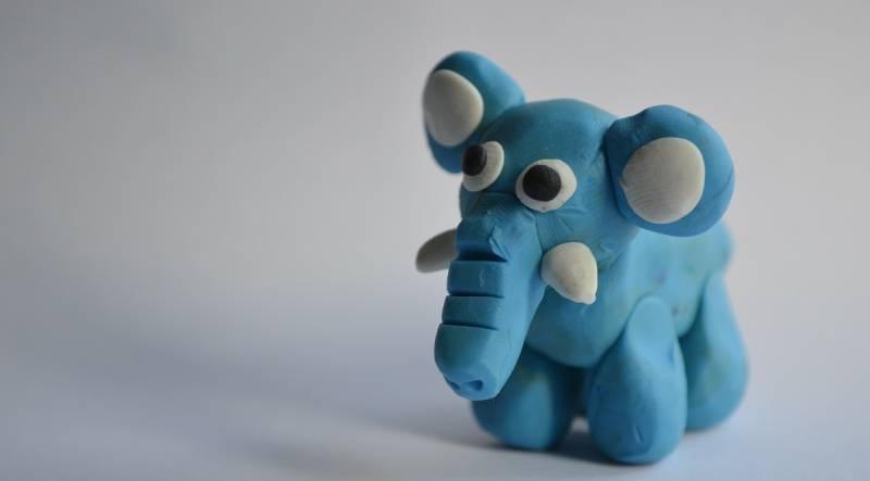 Elefante hecho con plastilina